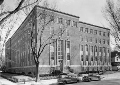 Roger Adams Laboratory opens