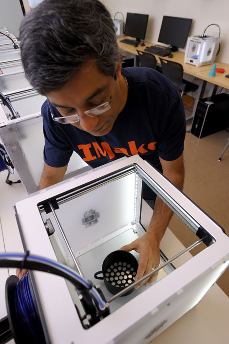 The Illinois MakerLab becomes the world's first 3-D printing lab in a College of Business.